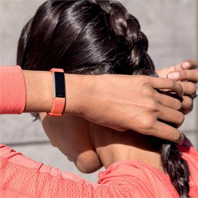 Fitbit Alta HR and Alta Large Classic Accessory Band - Corak - Coral - Lifestyle