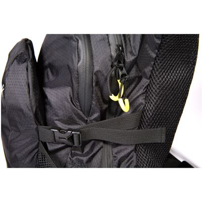 Reebok Endurance Hydration Backpack Zips View