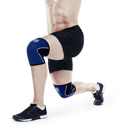 Rehband RX 5mm Knee Sleevem - Navy In Use
